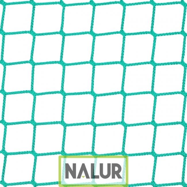 Siatka zabezpieczająca na magazyny Mocna, odporna na zniszczenie siatka ochronna na magazyny – z niewielkimi oczkami o wymiarach 4,5x4,5cm o grubości 4 mm, wykonana z polipropylenu PP. Skutecznie chroni przestrzenie, może posłużyć do ich wydzielania. Obszywana i wzmacniana bez dopłat.